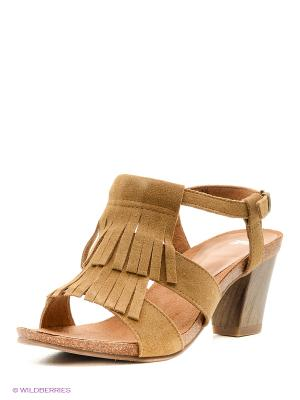Босоножки на каблуке Caprice. Цвет: коричневый