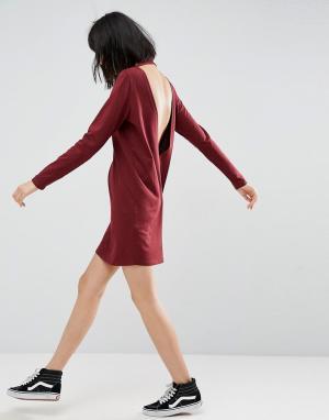 ASOS Платье-футболка с глубоким V-образным вырезом на спине и длинными рука. Цвет: красный