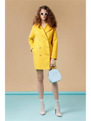 Пальто Prestige. Цвет: горчичный