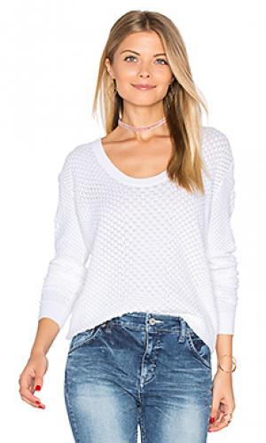 Прошитый свитер со змеиным рисунком и глубоким вырезом Autumn Cashmere. Цвет: белый