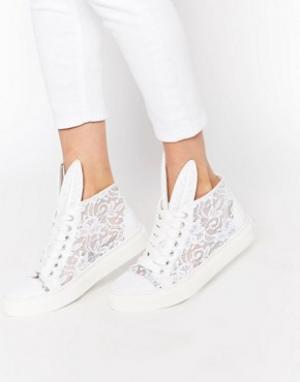 Minna Parikka Высокие кружевные кроссовки белого цвета. Цвет: белый