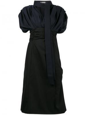 Платье с V-образной горловиной и пышными рукавами Jacquemus. Цвет: синий