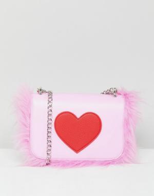 Skinnydip Сумка через плечо с сердцем и отделкой искусственным мехом. Цвет: розовый
