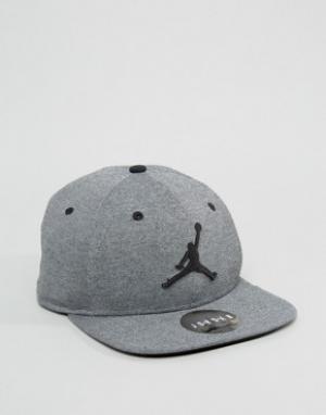 Jordan Серая бейсболка Nike Jumpman 834889-010. Цвет: черный