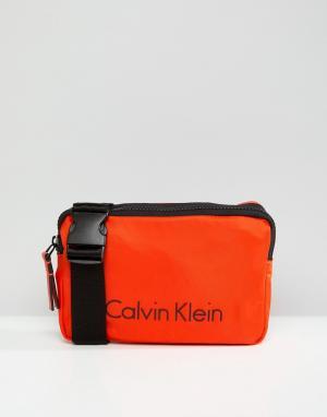 Calvin Klein Сумка через плечо с логотипом. Цвет: оранжевый