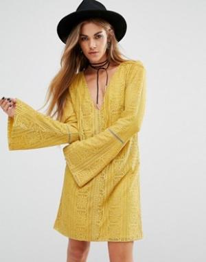 Lira Кружевное платье с глубоким вырезом сзади. Цвет: желтый