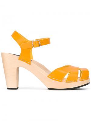 Босоножки Suzanne Swedish Hasbeens. Цвет: жёлтый и оранжевый