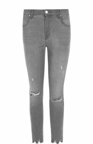 Укороченные джинсы с потертостями J Brand. Цвет: серый