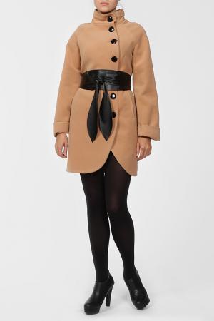 Пальто World Style. Цвет: бежевый