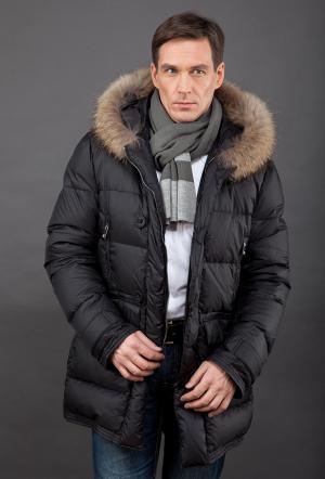 Зимний мужской пуховик  с мехом енота AFG. Цвет: черный