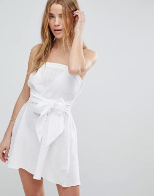 ASOS Пляжное платье-бандо с бантом спереди. Цвет: белый