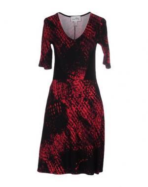 Короткое платье JOSEPH RIBKOFF. Цвет: фуксия