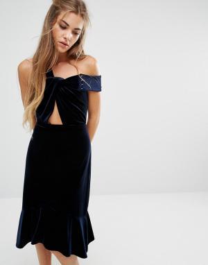 Foxiedox Бархатное платье с открытыми плечами и оборкой Margaux. Цвет: темно-синий