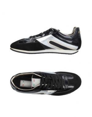 Низкие кеды и кроссовки SHY. Цвет: черный