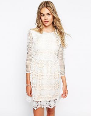 Little White Lies Кружевное платье с сетчатыми рукавами. Цвет: белый