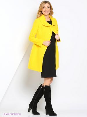 Пальто Amulet. Цвет: желтый