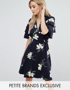 John Zack Petite Чайное платье мини с оборками на плечах и цветочным принтом. Цвет: мульти