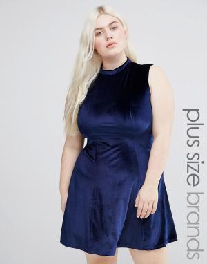 Club L Бархатное короткое приталенное платье с высокой горловиной. Цвет: темно-синий