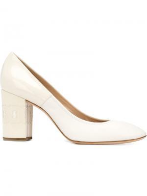 Туфли на массивных каблуках Casadei. Цвет: белый