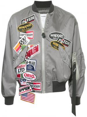 Куртка-бомбер с нашивкой Doublet. Цвет: серый