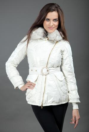 Демисезонная белая куртка с косой молнией FLO-CLO. Цвет: белый