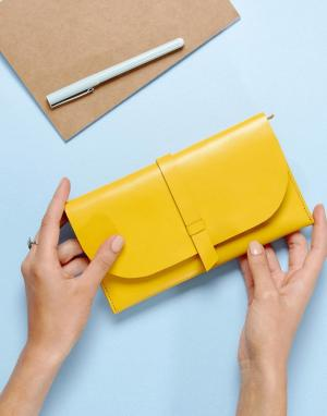 ASOS Кожаный кошелек. Цвет: желтый