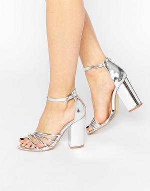 Dolcis Серебристые сандалии на каблуке Adeline. Цвет: серебряный