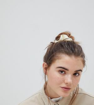 ASOS Плиссированная резинка для волос. Цвет: желтый