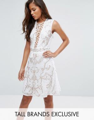 Maya Tall Платье мини с цветочной отделкой. Цвет: белый
