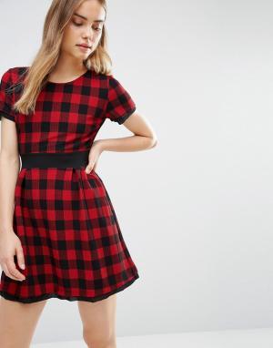 Wal G Короткое приталенное платье в клетку. Цвет: красный
