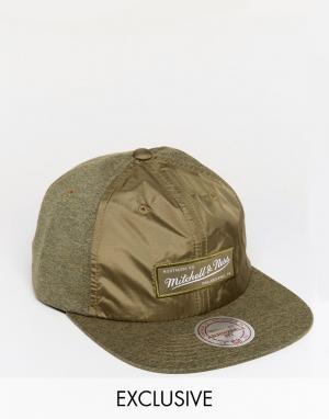 Mitchell & Ness 6-панельная кепка эксклюзивно для ASOS. Цвет: зеленый