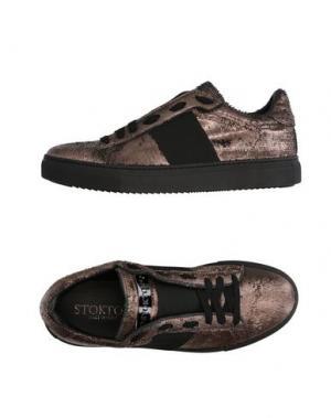 Низкие кеды и кроссовки STOKTON. Цвет: бронзовый