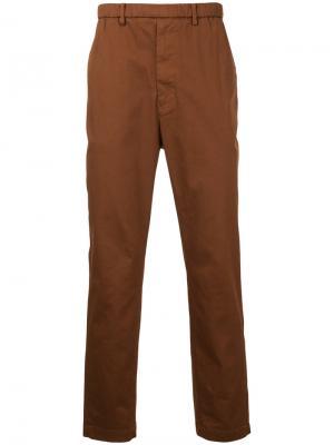 Классические брюки-чинос En Route. Цвет: коричневый