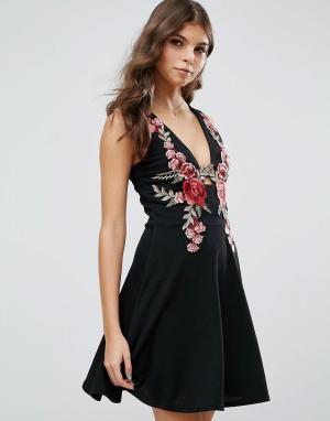 Club L Короткое приталенное платье с глубоким вырезом и цветочной вышивкой Cl. Цвет: черный