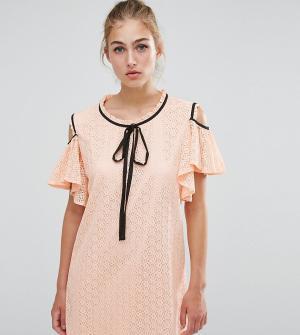 Sister jane Кружевное платье с открытыми плечами и оборками. Цвет: бежевый