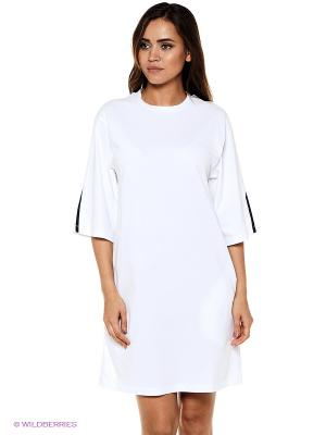 Платье Форма. Цвет: белый