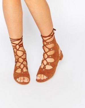 Eeight Замшевые сандалии на завязках и блочном каблуке Marley. Цвет: рыжий