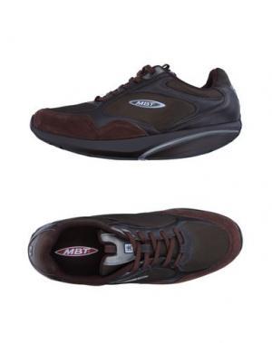 Низкие кеды и кроссовки MBT. Цвет: темно-коричневый