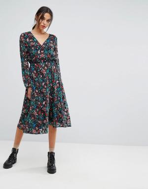 Essentiel Antwerp Платье с длинными рукавами. Цвет: красный