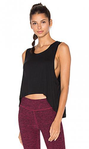 Майка с асимметричным подолом slinky Beyond Yoga. Цвет: черный