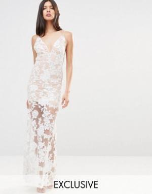 Club L Платье макси с открытой спиной и отделкой пайетками. Цвет: кремовый