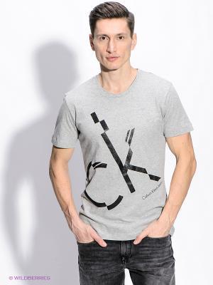 Футболка Calvin Klein. Цвет: серый