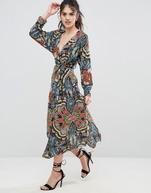 Uttam Boutique Платье с запахом и принтом. Цвет: мульти
