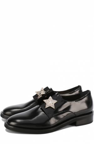 Кожаные ботинки с брошами Coliac. Цвет: черный