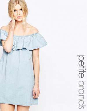 Chorus Petite Платье с открытыми плечами и оборкой. Цвет: синий