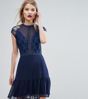 Elise Ryan Платье мини с контрастным кружевом и баской. Цвет: темно-синий