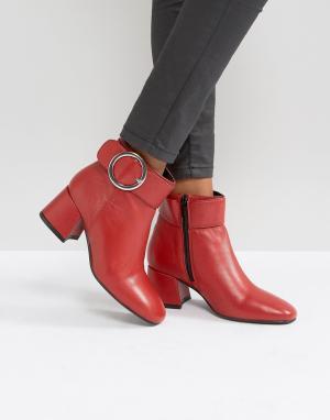Park Lane Кожаные ботинки на среднем каблуке с пряжкой. Цвет: красный