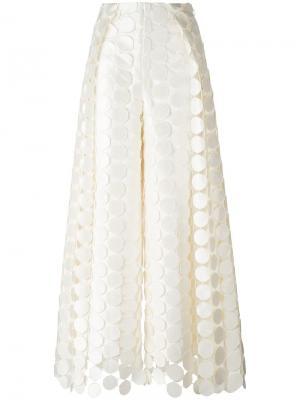 Брюки с вышивкой Hallie Solace. Цвет: белый