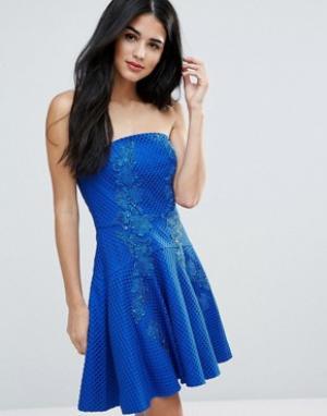 Forever Unique Платье-бандо мини с кружевом. Цвет: синий