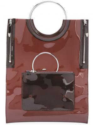 Виниловая сумка-тоут с ручками в форме кольца Toga. Цвет: коричневый